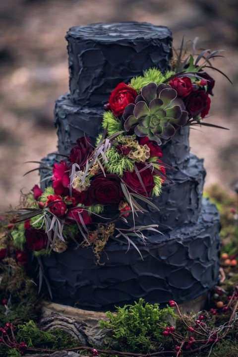 32 Chic Black Wedding Cakes That Excite