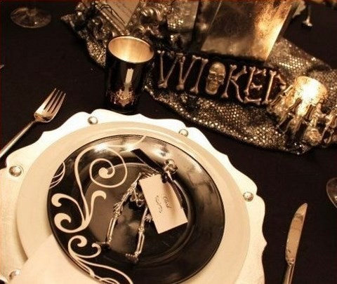 40 Dramatic Halloween Weddings Table Settings