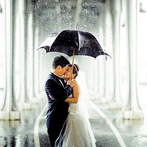 40 Exciting Rainy Wedding Photo Ideas