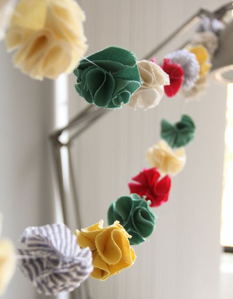 14 DIY Pompom Crafts For Your Wedding