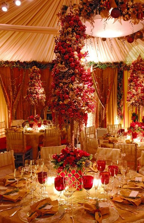 35 Beautiful Christmas Wedding Tablescapes HappyWeddcom