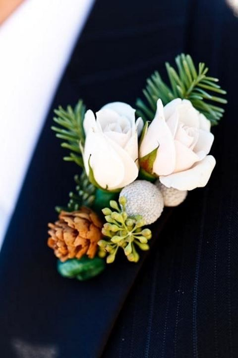 25 Winter Wedding Boutonnieres For Every Groom | HappyWedd.com