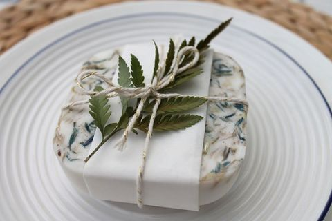 15 DIY Spring Wedding Favors To Excite Your Guests