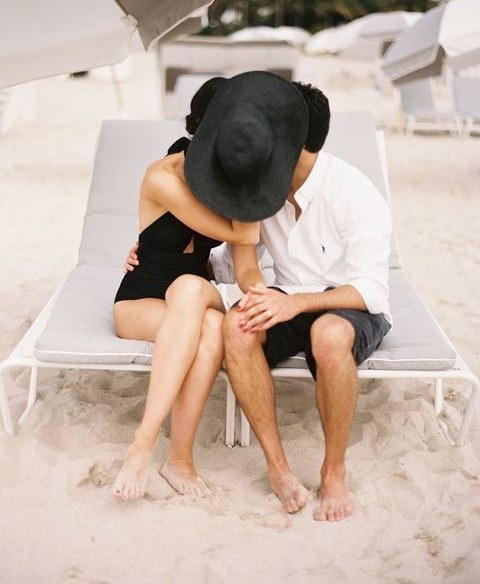 54 Romantic Beach Engagement Photo Ideas