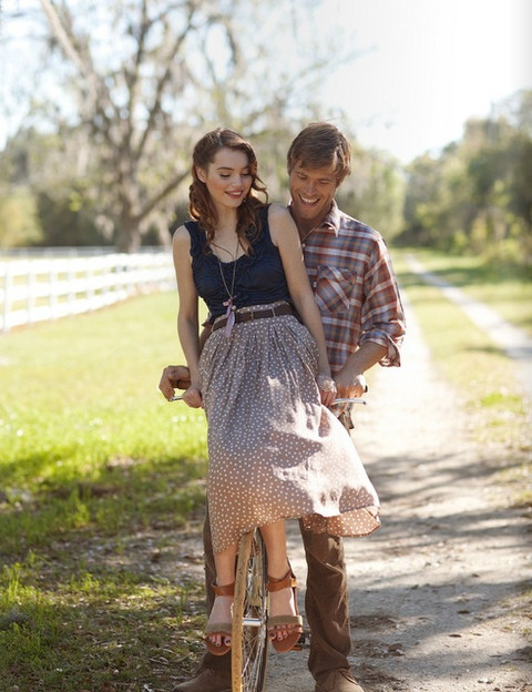 b5255049c81e 52 Cute Summer Engagement Photos To Get Inspired