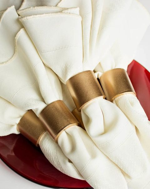 via muslinandmerlotblogspotru - Wedding Napkin Rings