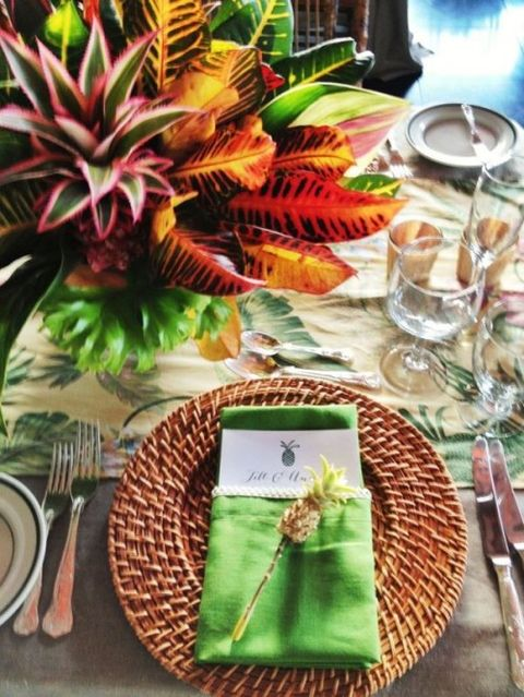 by Mia : tropical wedding table settings - pezcame.com