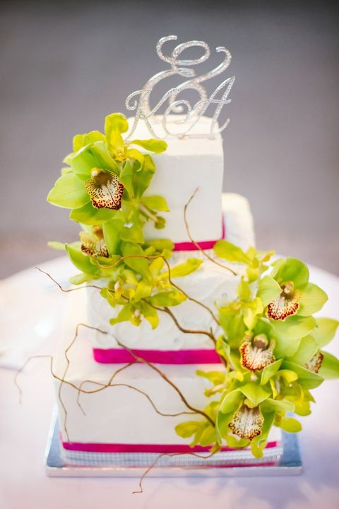 44 Beautiful Bold Tropical Wedding Cakes | HappyWedd.com