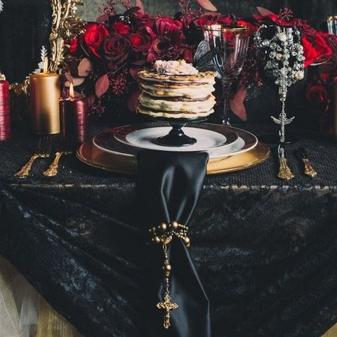 66 Dramatic And Elegant Vampire Wedding Ideas