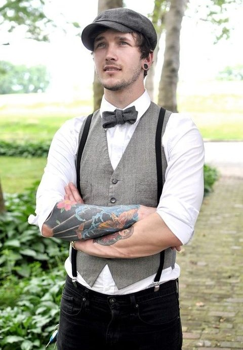 30 Grooms That Showed Off Their Tattoos