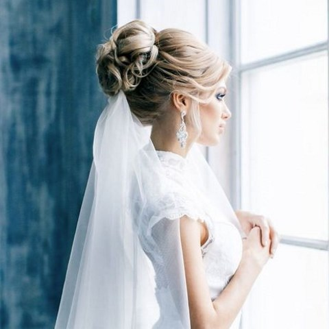 35 adorable wedding hairstyles to rock with a veil happywedd 35 adorable wedding hairstyles to rock with a veil junglespirit Images