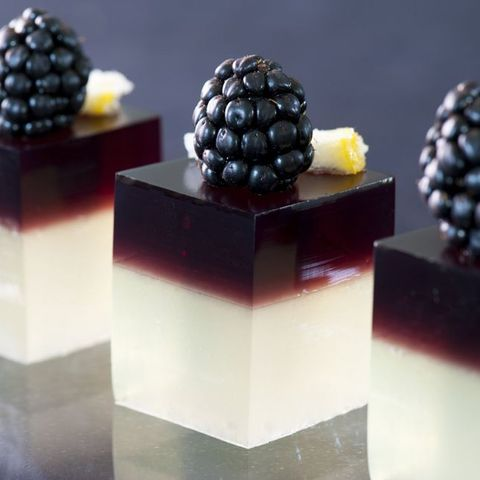How To Include Blackberries Into Your Wedding: 35 Examples