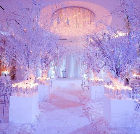 0fe211bdf1d1 60 Adorable Winter Wonderland Wedding Ideas | HappyWedd.com