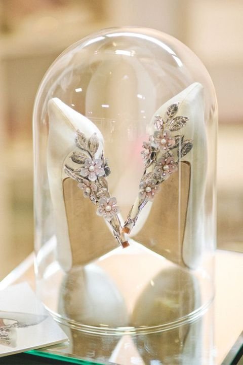 30 Ways To Display Your Wedding Dress And Accessories | HappyWedd.com