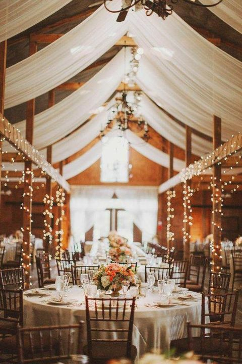 barn_wedding_lights_01