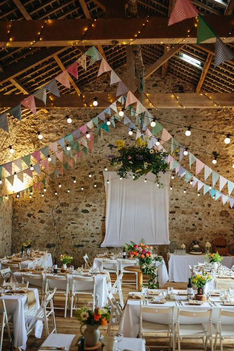 barn_wedding_lights_02