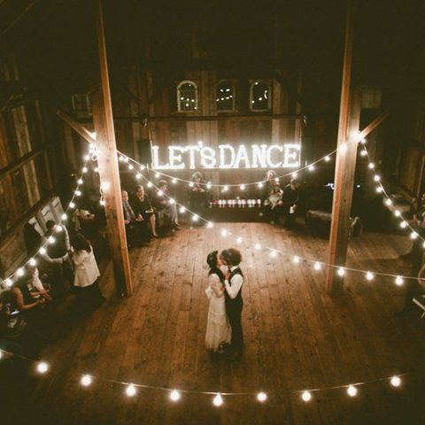 barn_wedding_lights_03