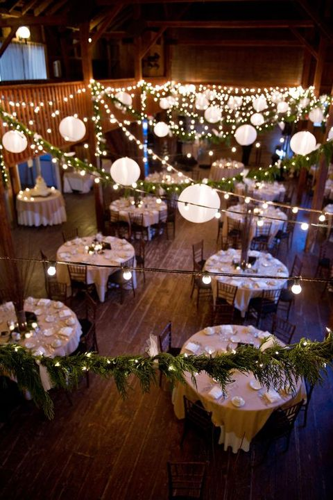barn_wedding_lights_05