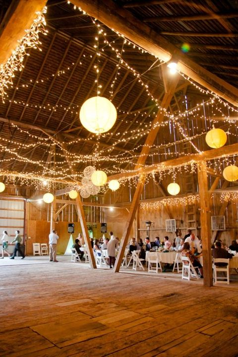 barn_wedding_lights_06