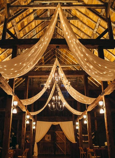 barn_wedding_lights_14