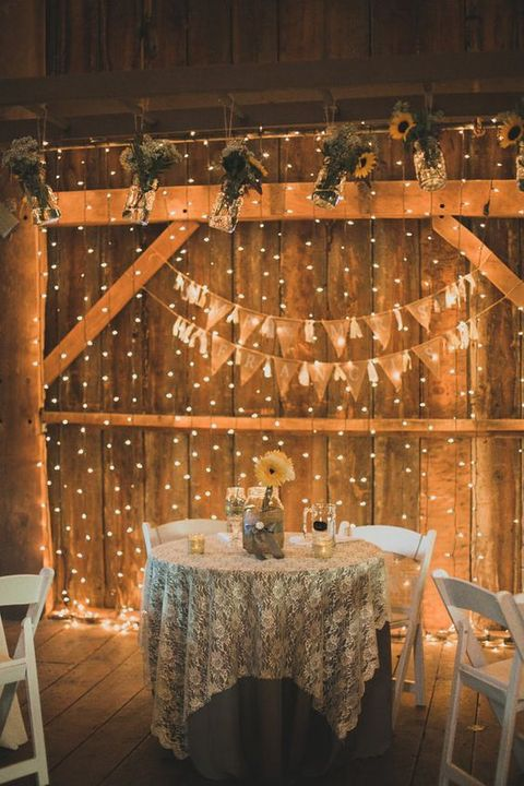 barn_wedding_lights_15
