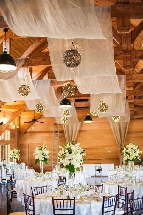 barn_wedding_lights_17