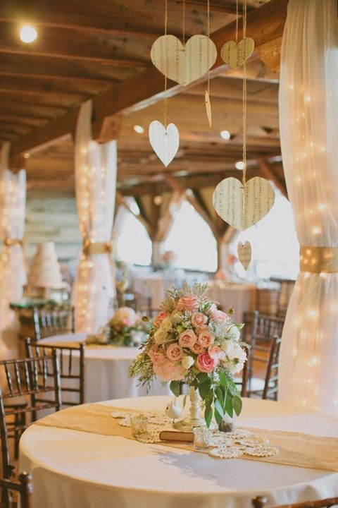 barn_wedding_lights_31