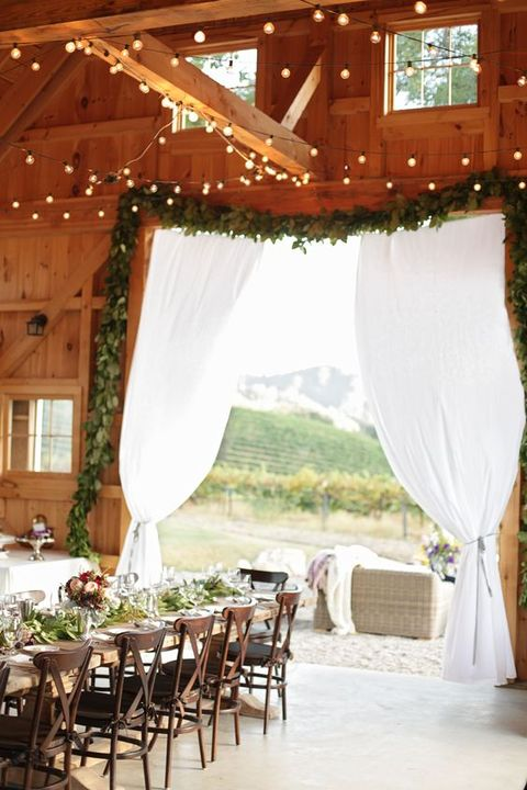barn_wedding_lights_44
