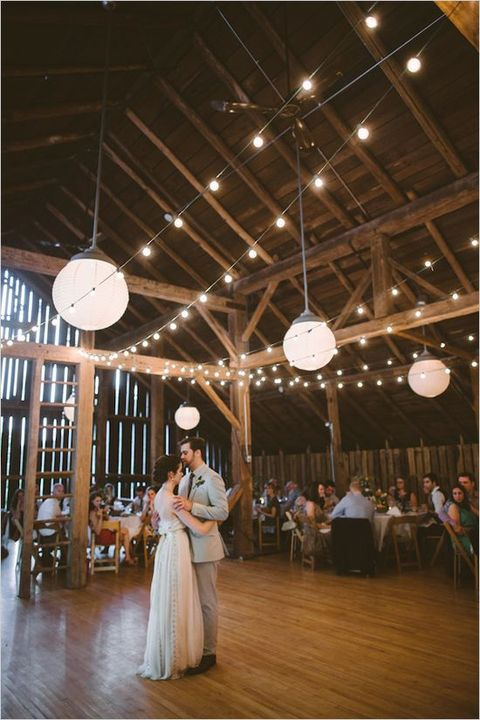 barn_wedding_lights_58