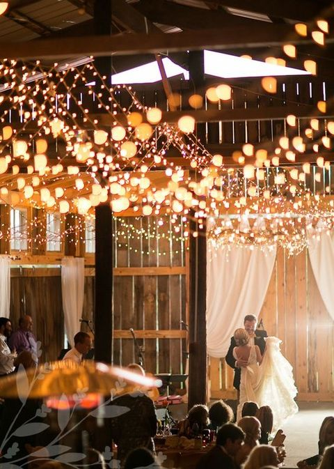 barn_wedding_lights_59
