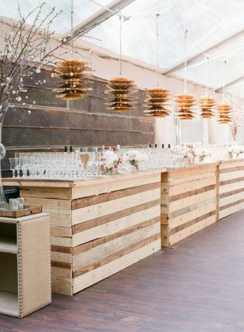 40 cozy pallet wedding decor ideas for Decorating ideas using pallets