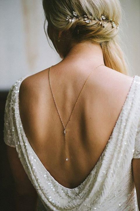 back_necklace_01