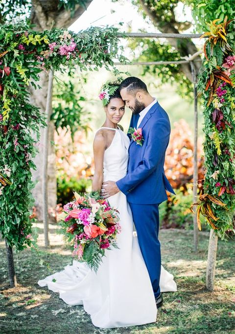 34 Seductive Tropical Bridal Looks That Wow