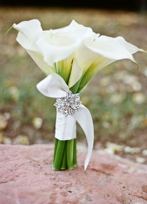43 timelessly elegant white wedding bouquets. Black Bedroom Furniture Sets. Home Design Ideas