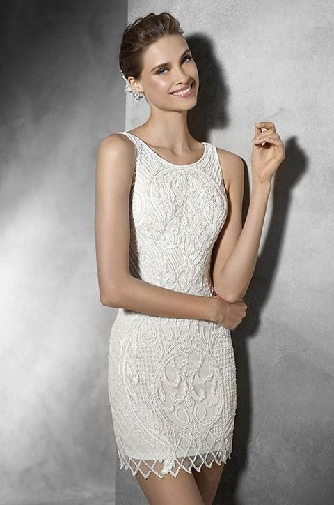 short wedding dress with round neckline in tulle with gemstone embroidery
