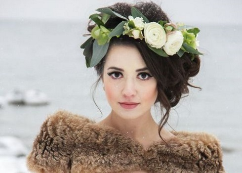 40 Winter Bridal Crowns From Flowers And Greenery