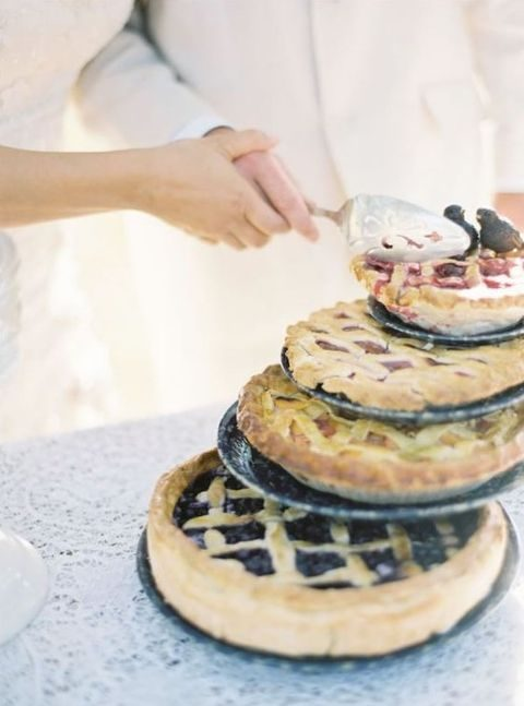 take several pies with different fillings instead of a wedding cake