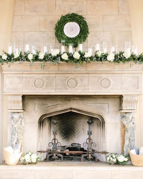 a boxwood wreath encircling the couple's crest