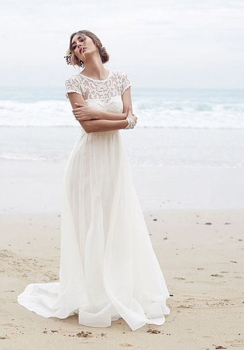 airy relaxed dress with a bateau neckline and short sleeves