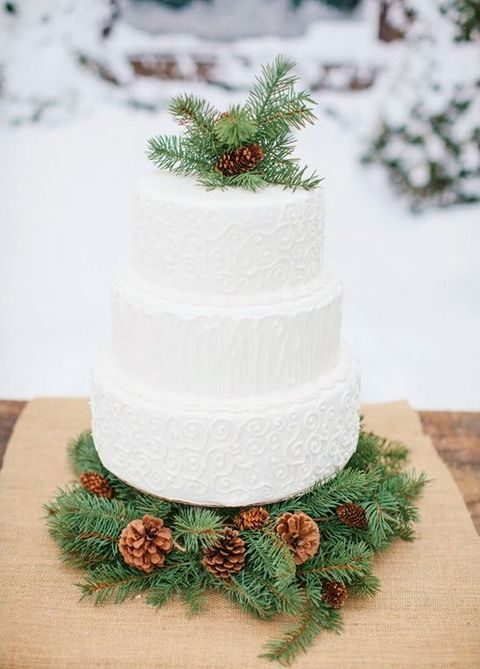 evergreen wreath with pinecones for displaying your cake