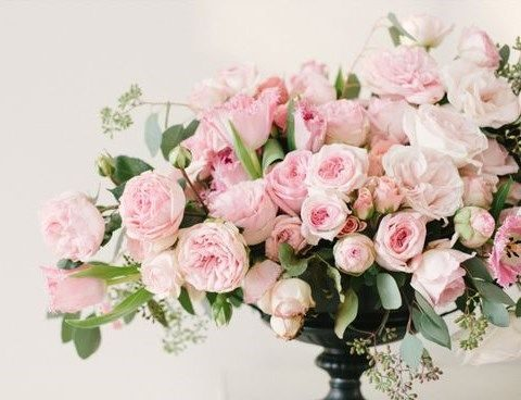 adorable pink roses centerpiece will be a perfect decoration