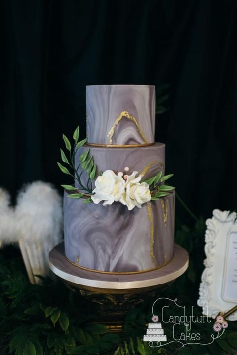 dark grey marble cake with ivory flowers and gold edges