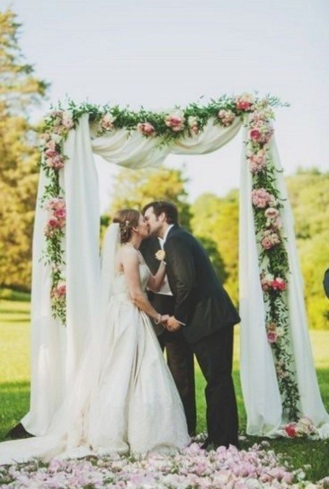 decorate the arch with fabric and floral garlands