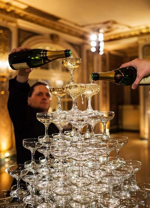 fabulous champagne tower for the wedding