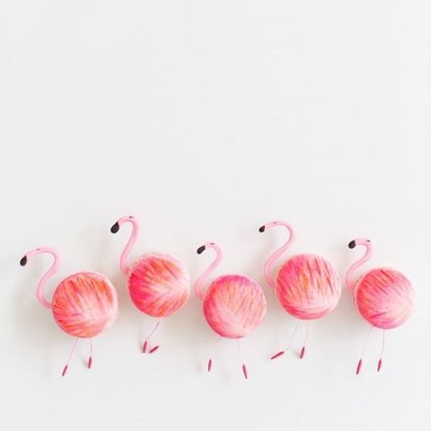 flamingo macarons for a tropical wedding