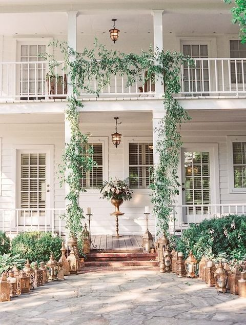 greenery garland to decorate the ceremony spot