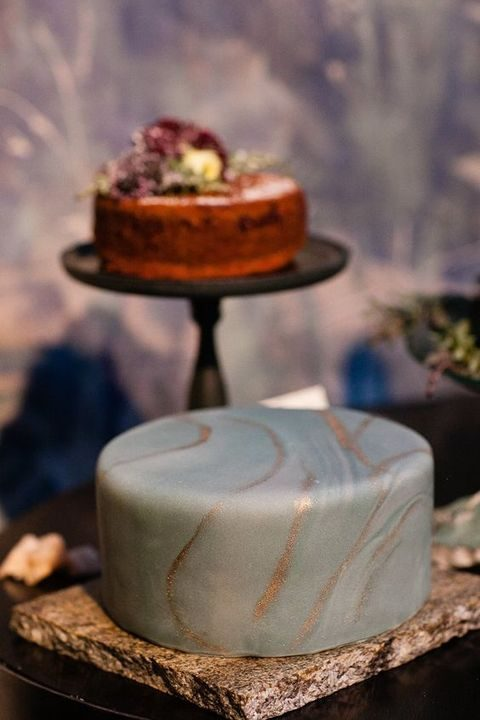 grey and copper one-tier wedding cake