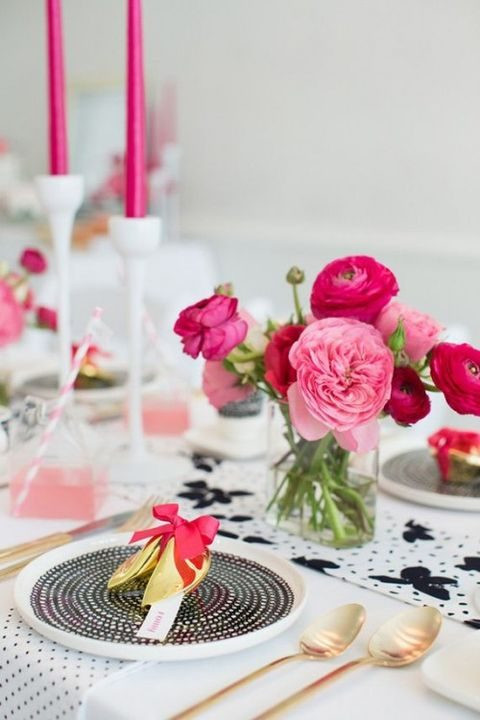 highlight your wedding decor with pink and fuchsia centerpieces