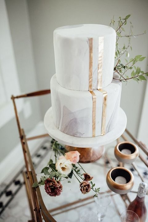 marble wedding cake with gold stripe decor