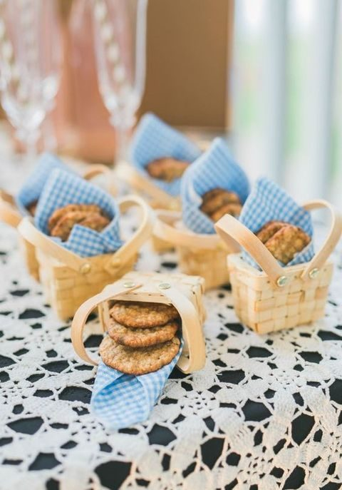 mini oatmeal chocolate chip cookie baskets for wedding favors